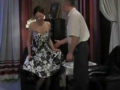 Русское порно пожилой мужчина соблазняет красивую даму