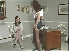 Студентка занялась сексом с похотливой учительницей