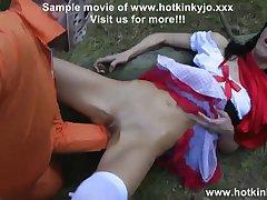 Жесткий анальный секс с красной шапочкой в лесу