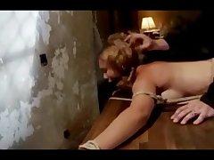 Жесткое порно с возбужденной и связанной красоткой