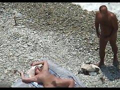 Похотливые нудисты занимаются развратом на пляже