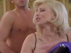Ретро порно анал с молодыми блондинками