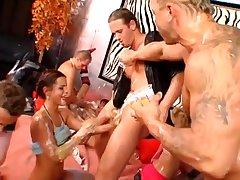 Групповой секс на порно вечеринке