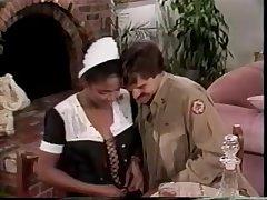 Парень устроил горячий секс с домохозяйкой