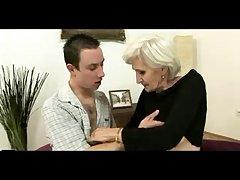 Секс видео старушка соблазнила парня