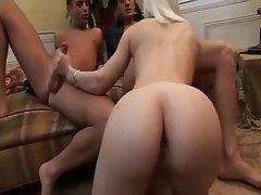 Порно видео анальной блондинки и ее друзей
