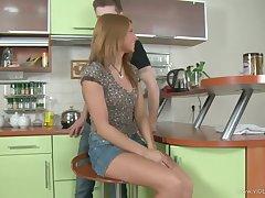 Анальный секс с русской принцессой на кухне