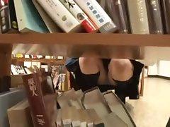 Японский секс в библиотеке