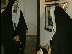 Секс видео монашки и двух мужиков