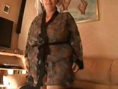 Домашнее порно пожилой барышни с большими сиськами