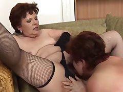 Толпа старых баб разводят на секс молодого соседа в спальне