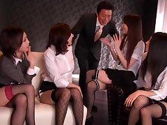 Японские проститутки ублажили богатого бизнесмена по полной программе