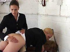 Жесткое секс наказание по попке для молодой девушки