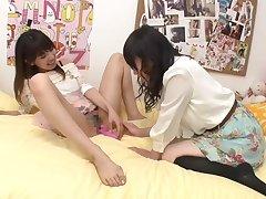 Японские лесбиянки очень любят играть с секс игрушками