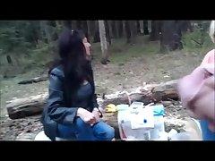 Русский парень дрочит на пожилую женщину в лесу