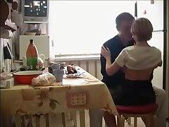 Секс на кухне с молодой русской девушкой