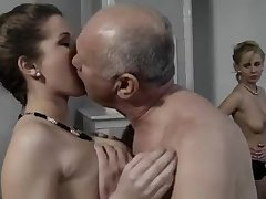 Домашний секс пожилого мужика с проститутками
