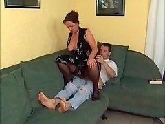 Домашний секс молодого парня и его возбужденной жены