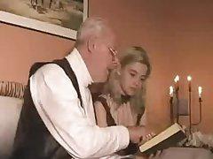 Блондинка занимается домашним сексом со своим учителем